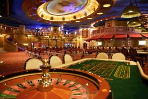 Kasino, jossa rulettipöytä